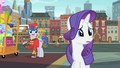 Bellhop talking to Rarity S4E08.png