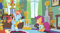 Windy explains trophy for Rainbow's first flight S7E7