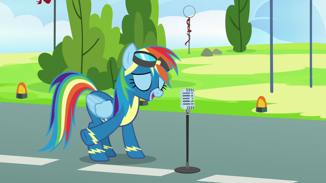 File:Rainbow Dash finishes her introduction S7E7.png