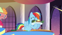 Rainbow eats some broccoli S5E15