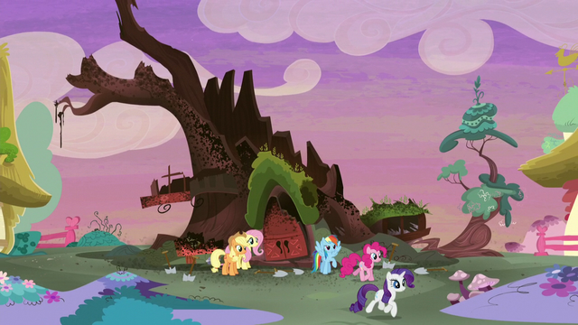 File:Rarity trotting away from the library S5E3.png