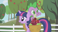 Spike tossing an apple way S01E03