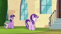 Starlight hears Spike's question S5E26