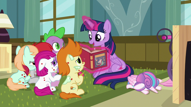 File:Twilight Sparkle continues to read S7E3.png
