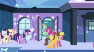 Caramel and Cherry Berry at Empire station S03E12