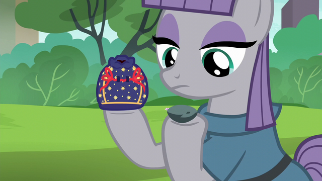 File:Maud holding rock pouch and Boulder S6E3.png