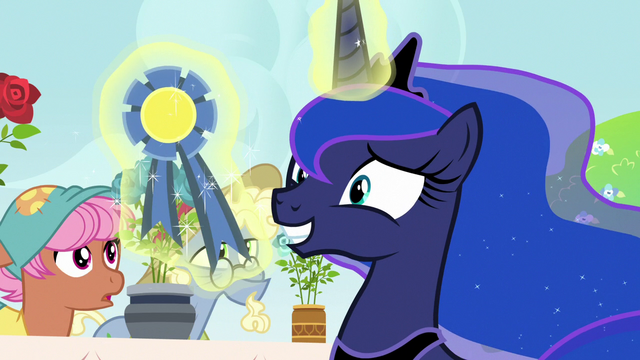 File:Princess Luna smiling with a contest ribbon S7E10.png