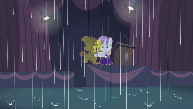 File:Sweetie Belle in the rain S4E19.png