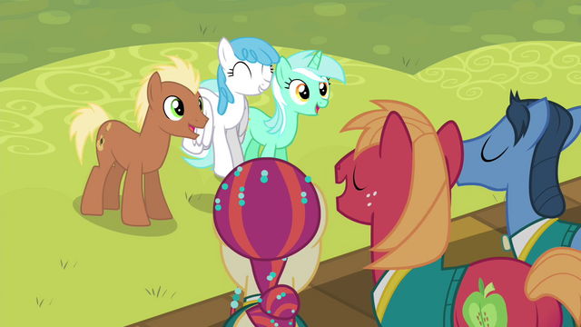File:Ponies listening to the Ponytones S4E14.png