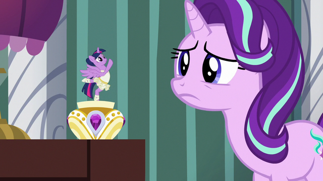 File:Twilight plays comforting music for Starlight S7E10.png