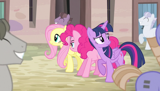 File:Ponies marching and singing S5E1.png