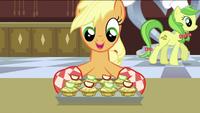 Applejack preparing the apple fritters S2E25