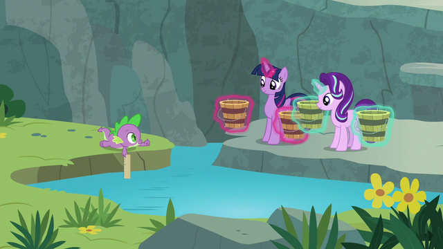 File:Spike gives Twilight and Starlight a thumbs-up S7E5.png