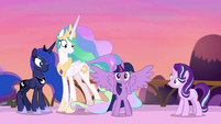 Twilight Sparkle teleports onto the scene S7E10