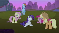 Friends looking at Rarity S2E03
