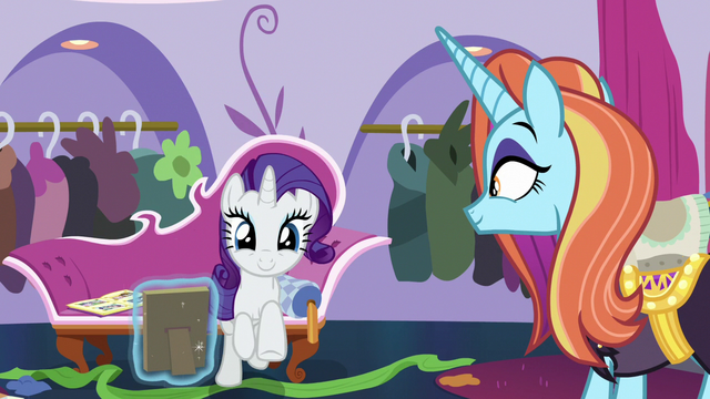 File:Rarity galloping toward the front door S7E6.png
