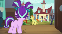 Filly Starlight sees Sunburst with his parents S5E26