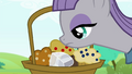 Maud sniffing the muffins S4E18.png