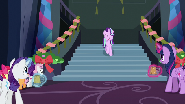 File:Starlight sings as she comes down the stairs S6E8.png