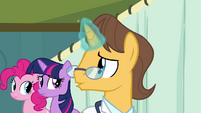 Doctor talking to Twilight and Pinkie S2E16