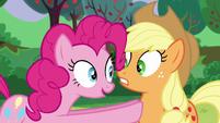 Pinkie startles Applejack S5E24