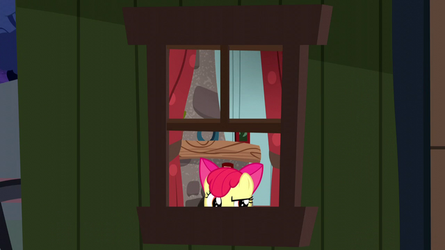 File:Apple Bloom opening a window S5E6.png