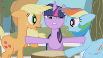 Twilight gets between Rainbow and AJ S1E03
