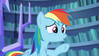 Rainbow Dash pointing to Fluttershy S5E21