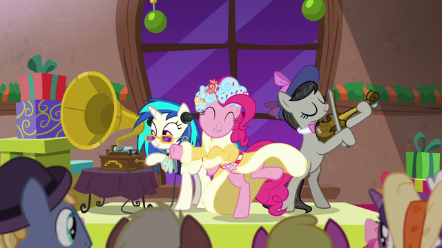 File:Spirit of HW Presents dancing along to the music S6E8.png