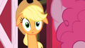 Applejack sticking her head up S01E25.png