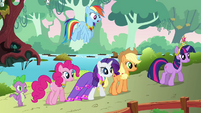 The ponies walking to dinner S03E10
