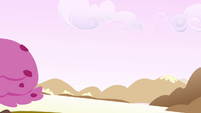 In sweet land with Spike and Rarity S2E20..