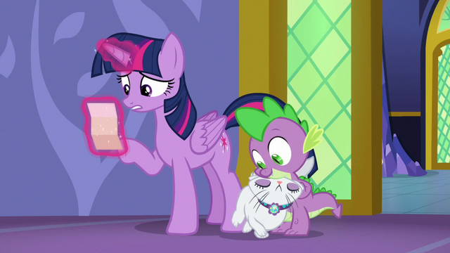 File:Twilight Sparkle reading Applejack's note S6E22.png