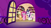 Twilight Sparkle's friends looking S2E03