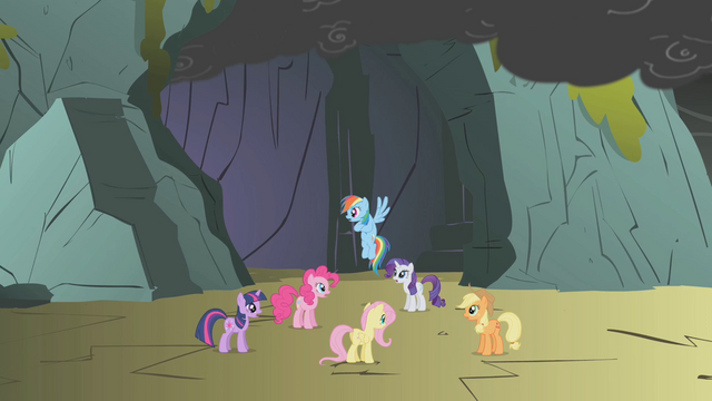File:Twilight and friends hear the dragon snoring S1E07.png