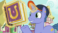 "Out of Town Pony ""these are keepsakes"" S7E14.png"