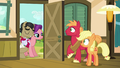 Filthy and Spoiled appear at Apple family's doorstep S6E23.png