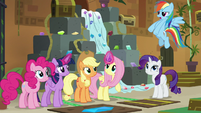 Rainbow Dash tells friends to hurry up S7E2