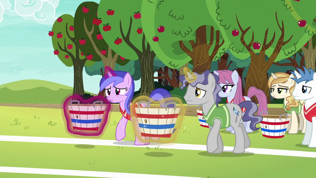 File:Sea Swirl and Star Bright begin their tryout S6E18.png
