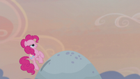 Pinkie trots to the top of Holder's Boulder S5E20
