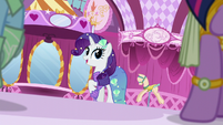 Rarity sees her friends enter S5E21