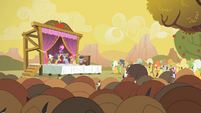 Pinkie Pie finishing the song S1E21