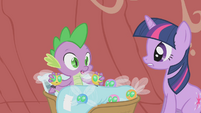 Spike pulls parasprites off his eyes S1E10