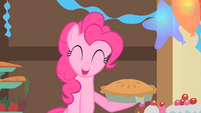 Pinkie Pie holding a pie in her hoof S1E22