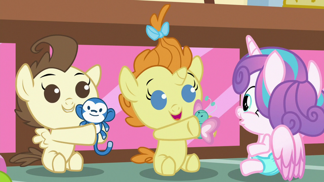 File:Pound and Pumpkin share their toys with Flurry S7E3.png