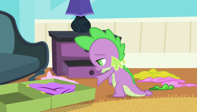 File:Spike packing bags S4E24.png