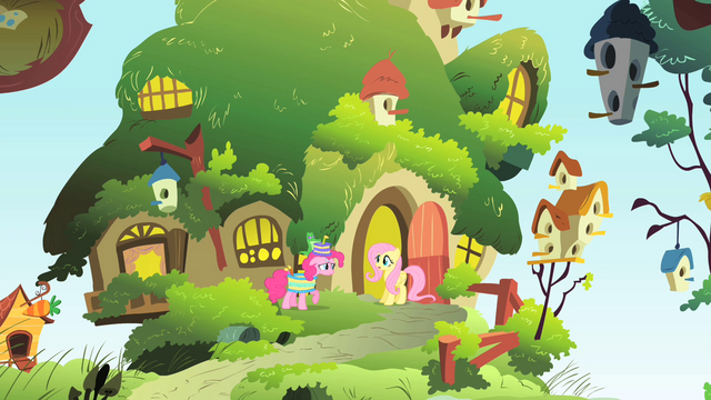 File:Pinkie Pie invites Fluttershy to a party S1E25.png