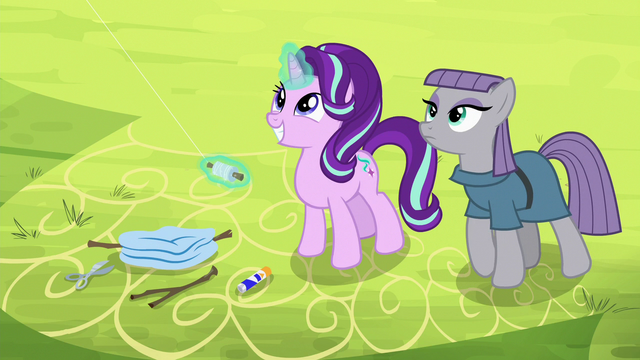 File:Starlight Glimmer flying a kite with Maud S7E4.png