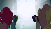Pinkie Pie, Rainbow Dash, Rarity, Fluttershy look at the light S1E2