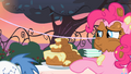 """Pinkie Pie cake frosting """"what""""? S2E9.png"""